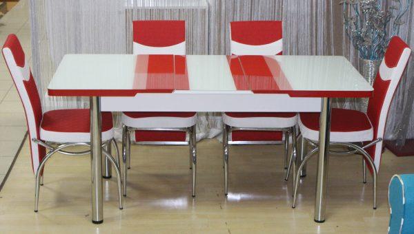 masa extensibila cu scaune rosii